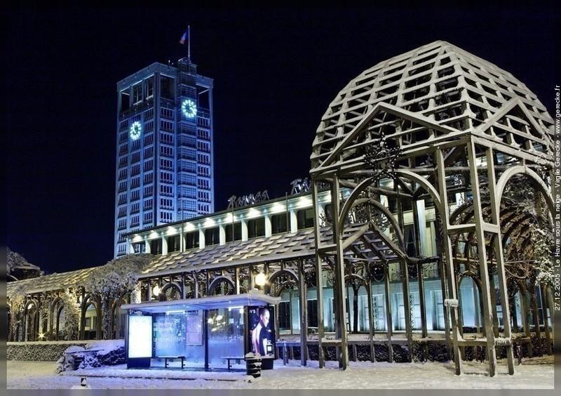 Hôtel de ville du Havre sous la neige